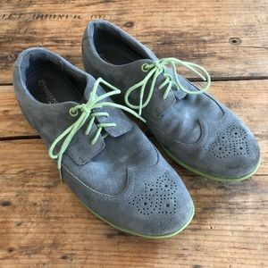 Rockport Men's 8.5 Grey Suede Green Wingtips Shoes